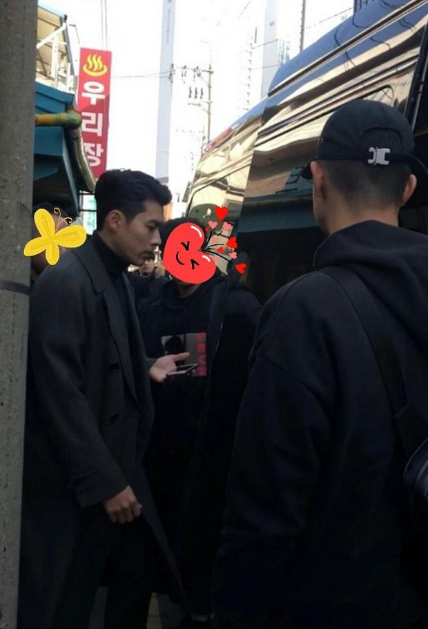 Hyun Bin quá đẹp ở hình chụp bừa khi quay Crash Landing on You, tóc vuốt bóng loáng gây mất liêm sỉ cực mạnh - Ảnh 3.