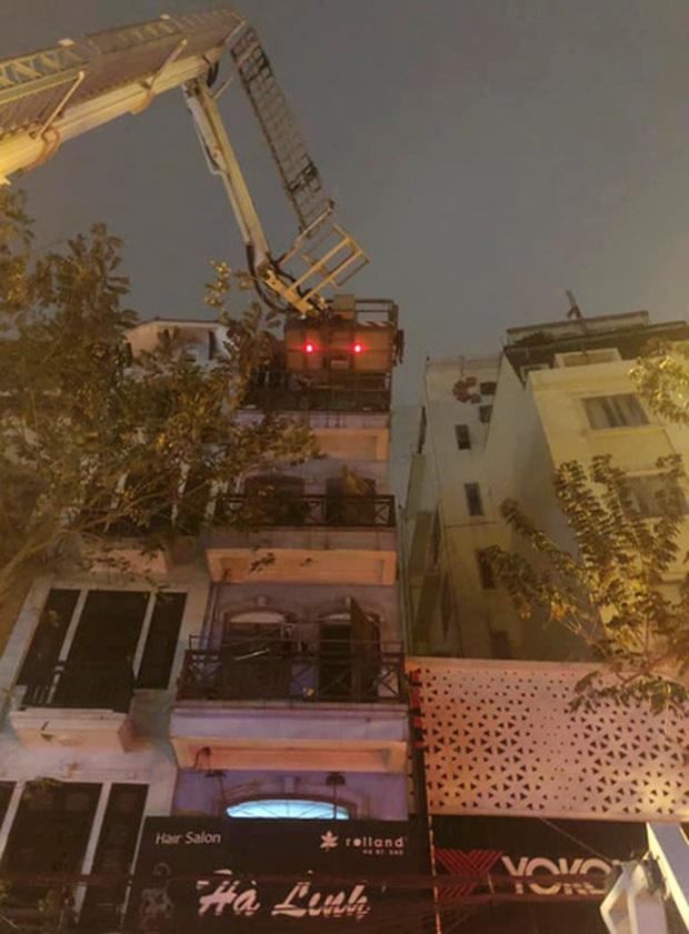 Bốn người trong 1 gia đình được cứu thoát khỏi đám cháy lúc tảng sáng - Ảnh 1.