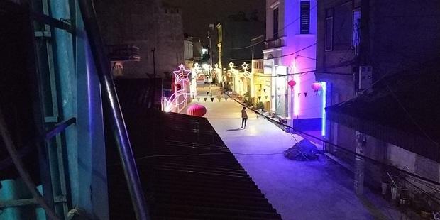 Khi độ chịu chơi ngày Tết đã lên đến tầm khu phố: Đèn nháy xanh đỏ dọc con ngõ, thêm tí nhạc là xôm như vũ trường - Ảnh 5.