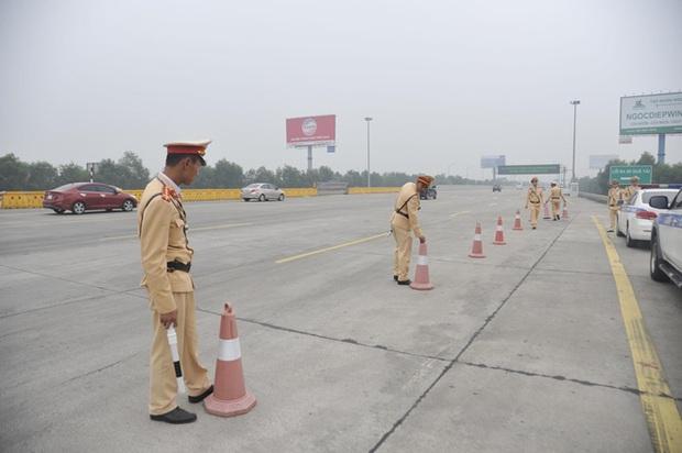 Kiểm tra nồng độ cồn tất cả tài xế vào cao tốc - Ảnh 1.