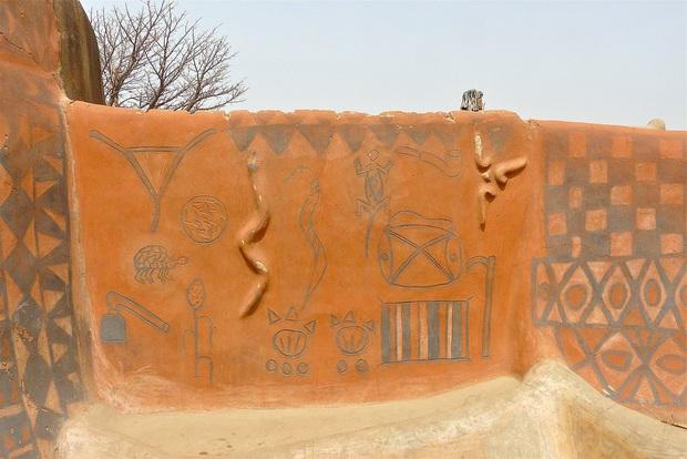 Ghé thăm làng đất nung độc đáo của quý tộc châu Phi, ngôi nhà nào cũng là tác phẩm nghệ thuật đặc sắc - Ảnh 7.