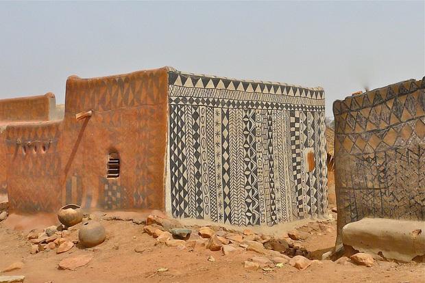 Ghé thăm làng đất nung độc đáo của quý tộc châu Phi, ngôi nhà nào cũng là tác phẩm nghệ thuật đặc sắc - Ảnh 10.