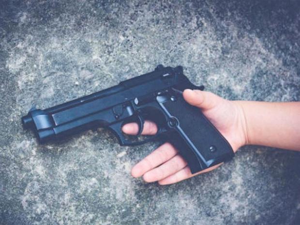 Thiếu niên mượn súng của mẹ để quay TikTok nhưng không may bị cướp cò dẫn chết tử vong thương tâm - Ảnh 2.