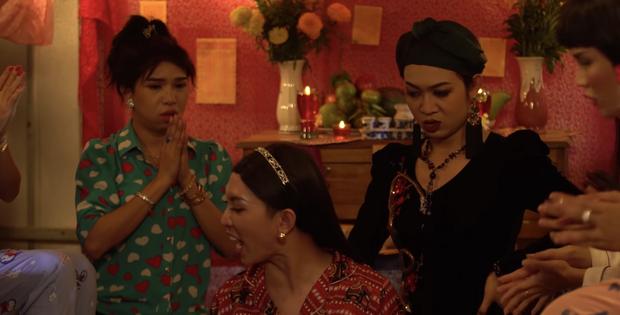 Cười nắc nẻ với hội chị em bạn dì ở Bóng Tết Hương Nam: Mê trai chưa kịp đầu thai đã bị đánh bờm đầu? - Ảnh 6.