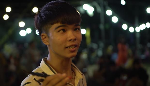 Cười nắc nẻ với hội chị em bạn dì ở Bóng Tết Hương Nam: Mê trai chưa kịp đầu thai đã bị đánh bờm đầu? - Ảnh 2.