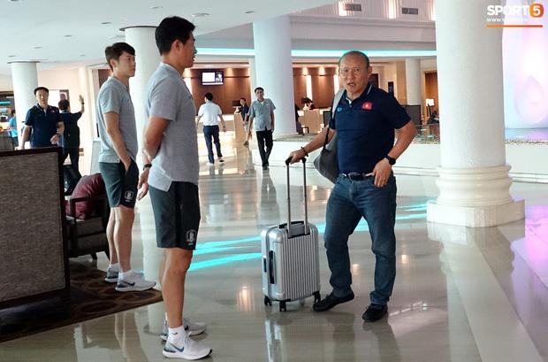 U23 Việt Nam chia quân xách vali về nước, thầy Park gửi lời chúc mừng năm mới - Ảnh 3.