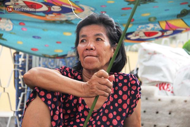 Giá thịt heo tăng cao, chợ lá dong ở Sài Gòn đìu hiu vì sức mua giảm 40%, tiểu thương mắc võng ngủ giữa ban ngày - Ảnh 3.