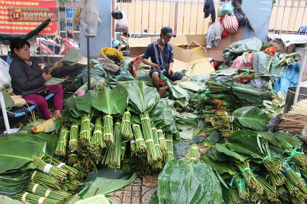 Giá thịt heo tăng cao, chợ lá dong ở Sài Gòn đìu hiu vì sức mua giảm 40%, tiểu thương mắc võng ngủ giữa ban ngày - Ảnh 1.