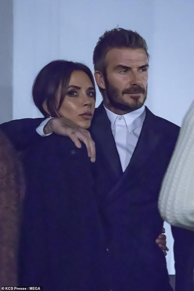 Gia đình Beckham gây bão khi đi show: David - Victoria thần thái ngút ngàn như đóng phim, lấn át luôn cậu con cả - Ảnh 1.