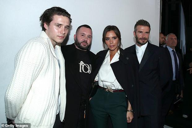 Gia đình Beckham gây bão khi đi show: David - Victoria thần thái ngút ngàn như đóng phim, lấn át luôn cậu con cả - Ảnh 7.