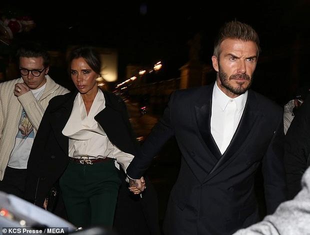 Gia đình Beckham gây bão khi đi show: David - Victoria thần thái ngút ngàn như đóng phim, lấn át luôn cậu con cả - Ảnh 4.
