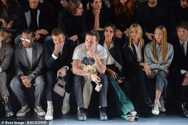 Gia đình Beckham gây bão khi đi show: David - Victoria thần thái ngút ngàn như đóng phim, lấn át luôn cậu con cả - Ảnh 5.