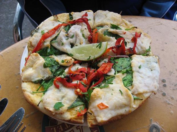 Những chiếc pizza kỳ quặc nhất hành tinh ai nhìn vào cũng muốn té ngửa, Việt Nam có hàng loạt cái tên góp mặt (Phần 3) - Ảnh 11.