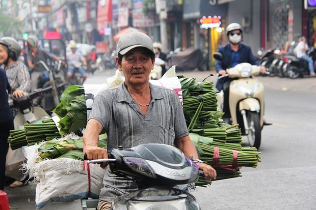 Giá thịt heo tăng cao, chợ lá dong ở Sài Gòn đìu hiu vì sức mua giảm 40%, tiểu thương mắc võng ngủ giữa ban ngày - Ảnh 9.