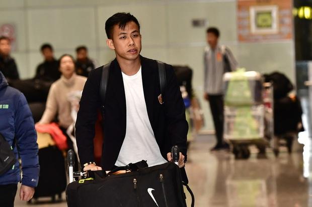 Buồn như đội tuyển U23 Trung Quốc ngày về nước: Đã mệt lả, kiệt sức vì chuyến bay dài lại còn bị các CĐV quay lưng - Ảnh 5.