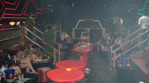 Hàng chục dân chơi phê ma tuý thủ súng đạn trong quán bar Holiday Club - Ảnh 1.