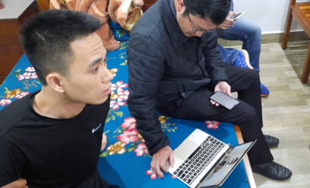 Thanh niên 9X đi mô tô phân khối lớn cầm đầu đường dây mua bán phần mềm gián điệp ĐTDĐ trên mạng Internet - Ảnh 2.