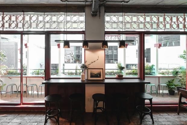 Sài Gòn: Hai quán cà phê mới toe được dân tình check-in ầm ầm, Tết này lại có chỗ để ểnh ương sống ảo rồi đây! - Ảnh 2.