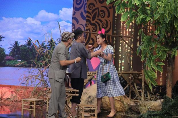 Hoa hậu Khánh Vân mang vương miện tiền tỷ lên sân khấu làm MC - Ảnh 6.