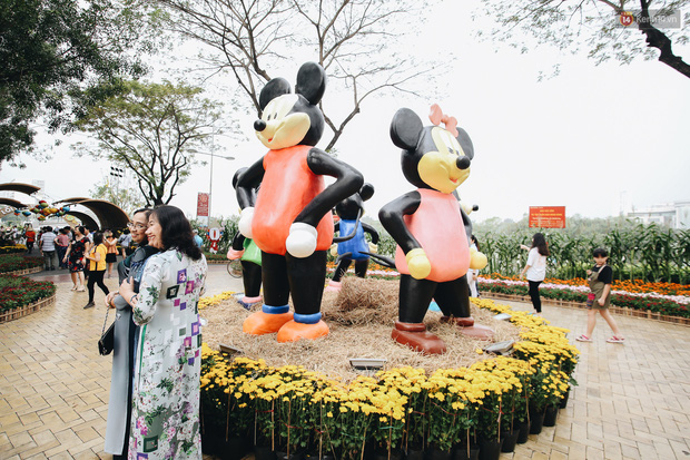 Phố nhà giàu Phú Mỹ Hưng đón Tết Canh Tý với đường hoa xuân đầy lúa và bắp ngô, tái hiện khung cảnh làng quê bình dị - Ảnh 16.