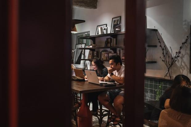Sài Gòn: Hai quán cà phê mới toe được dân tình check-in ầm ầm, Tết này lại có chỗ để ểnh ương sống ảo rồi đây! - Ảnh 8.