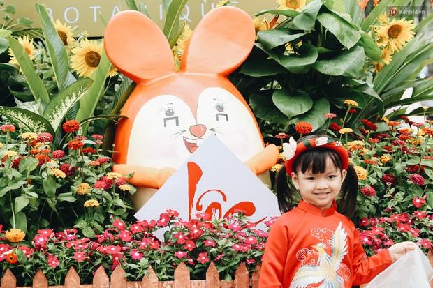 Phố nhà giàu Phú Mỹ Hưng đón Tết Canh Tý với đường hoa xuân đầy lúa và bắp ngô, tái hiện khung cảnh làng quê bình dị - Ảnh 12.