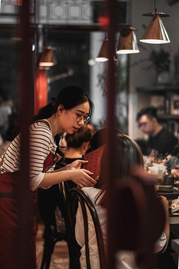 Sài Gòn: Hai quán cà phê mới toe được dân tình check-in ầm ầm, Tết này lại có chỗ để ểnh ương sống ảo rồi đây! - Ảnh 7.