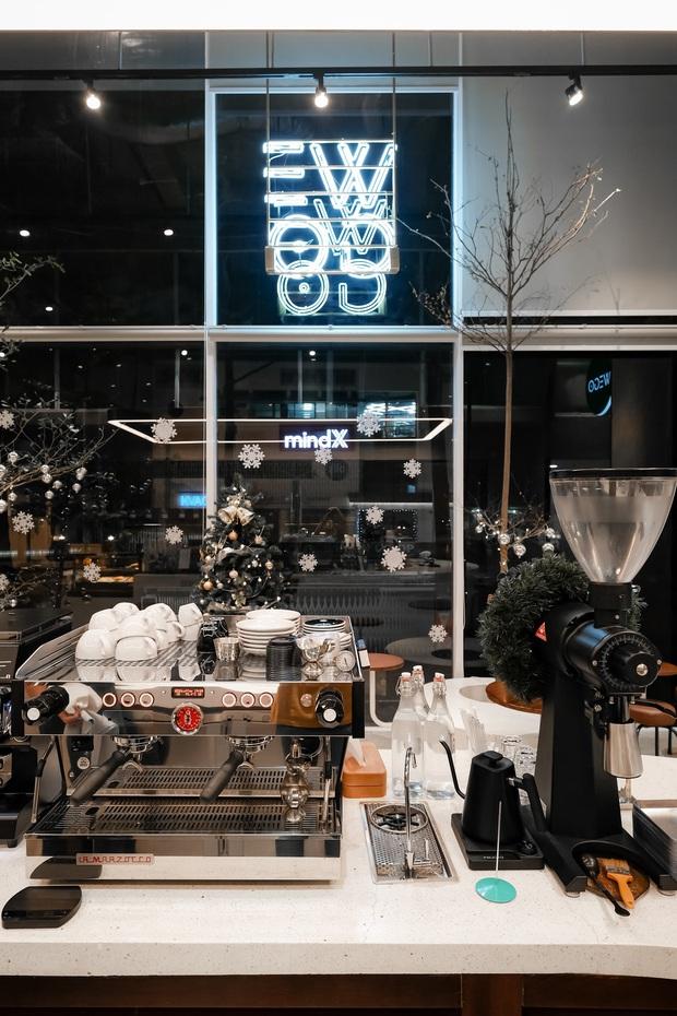 Sài Gòn: Hai quán cà phê mới toe được dân tình check-in ầm ầm, Tết này lại có chỗ để ểnh ương sống ảo rồi đây! - Ảnh 12.