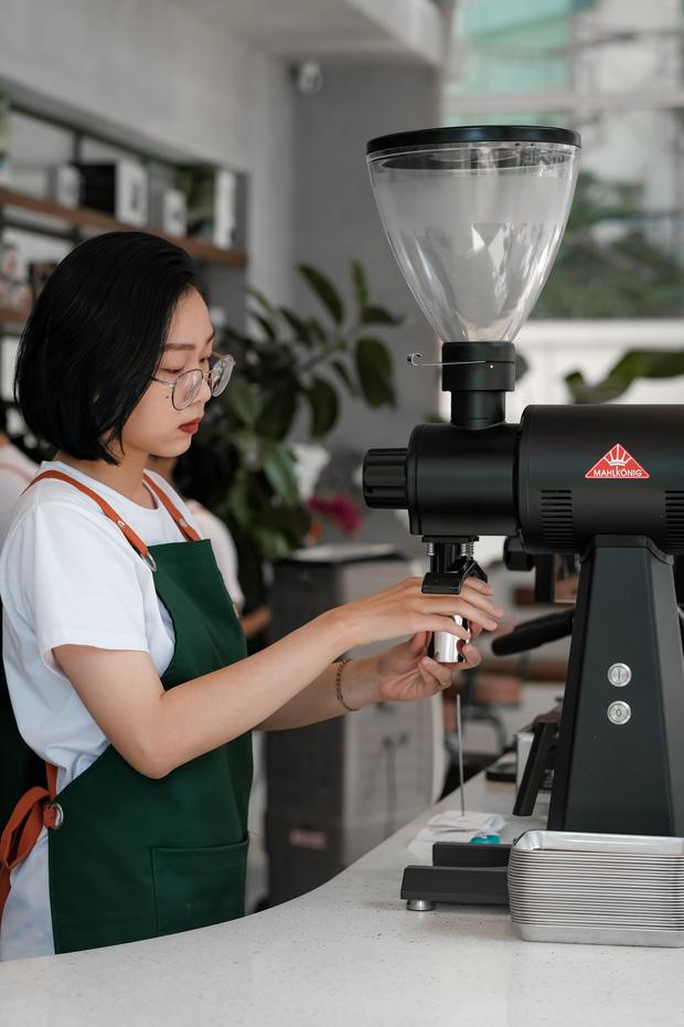 Sài Gòn: Hai quán cà phê mới toe được dân tình check-in ầm ầm, Tết này lại có chỗ để ểnh ương sống ảo rồi đây! - Ảnh 16.