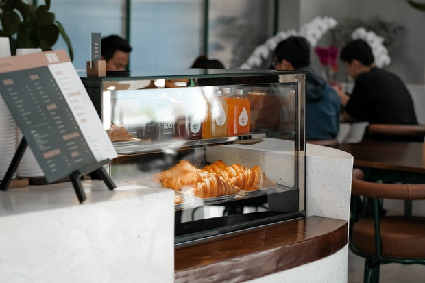 Sài Gòn: Hai quán cà phê mới toe được dân tình check-in ầm ầm, Tết này lại có chỗ để ểnh ương sống ảo rồi đây! - Ảnh 20.