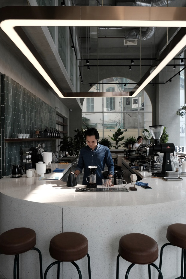 Sài Gòn: Hai quán cà phê mới toe được dân tình check-in ầm ầm, Tết này lại có chỗ để ểnh ương sống ảo rồi đây! - Ảnh 14.