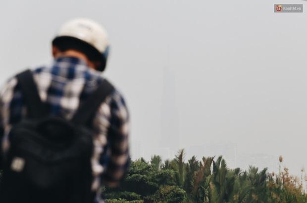 Toà nhà cao nhất Việt Nam mờ ảo trong bụi mù, Sài Gòn tiếp tục bị ô nhiễm nặng những ngày giáp Tết - Ảnh 2.