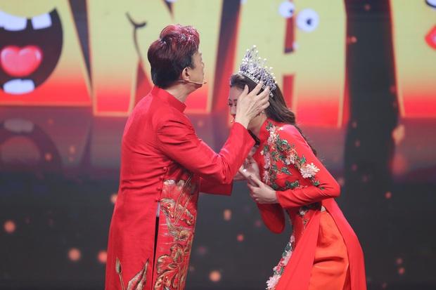 Hoa hậu Khánh Vân mang vương miện tiền tỷ lên sân khấu làm MC - Ảnh 2.