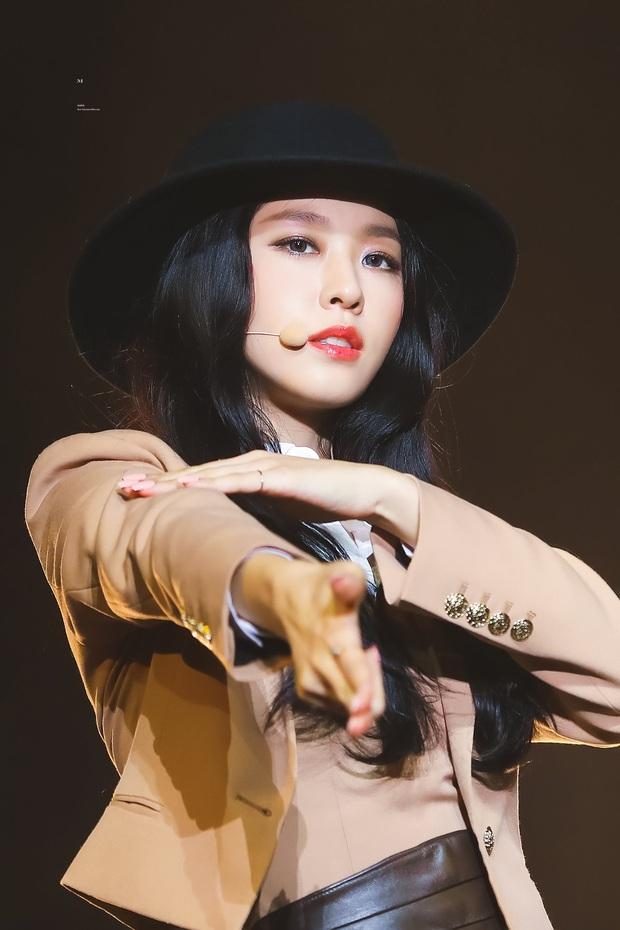 Tranh cãi top 30 nữ idol hot nhất hiện nay: Hạng 1 gây bất ngờ, dàn nữ thần Red Velvet - BLACKPINK nhường hết chỗ cho TWICE - Ảnh 3.