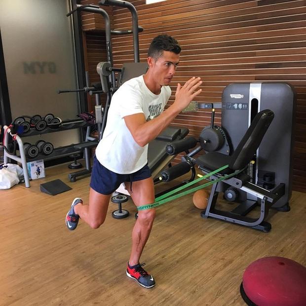 Bạn thân kể về ký ức hãi hùng với Ronaldo: Anh ta rủ tôi chạy bộ lúc 2h30 sáng - Ảnh 2.
