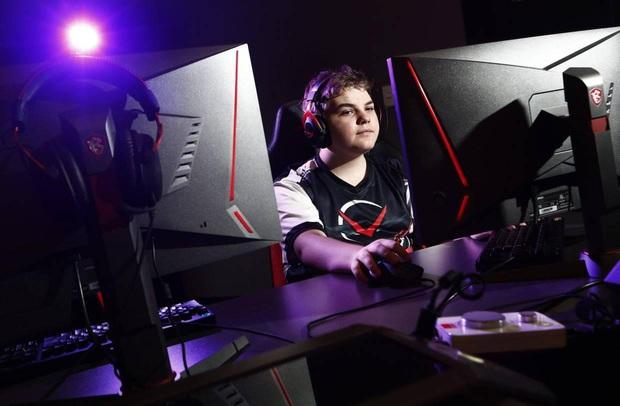 Tuổi trẻ tài cao, cậu bé 14 tuổi kiếm sương sương cả tỷ đồng bằng việc chơi game - Ảnh 1.