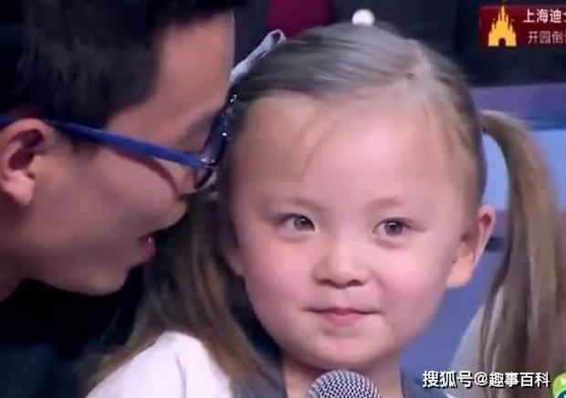 Bé gái sinh ra với đường nét gương mặt hệt như con lai, bà nội nghi ngờ lén đi kiểm tra ADN rồi bật khóc khi cầm kết quả trên tay - Ảnh 1.