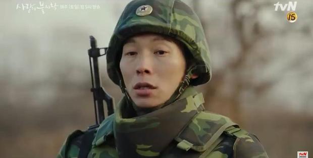 Son Ye Jin về đất mẹ vẫn khóc nức nở, Hyun Bin nhớ crush đến mất ngủ trong preview tập 10 Crash Landing on You - Ảnh 1.