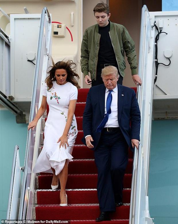 Quý tử nhà Trump lại gây xôn xao dư luận với vẻ đẹp hoàn hảo, tỏa ra ánh hào quang rực rỡ trong lần xuất hiện mới nhất - Ảnh 3.