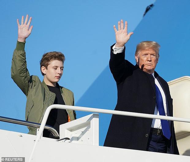 Quý tử nhà Trump lại gây xôn xao dư luận với vẻ đẹp hoàn hảo, tỏa ra ánh hào quang rực rỡ trong lần xuất hiện mới nhất - Ảnh 5.