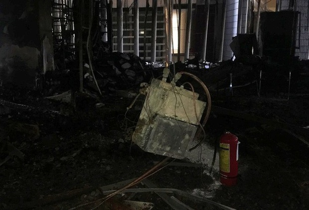Hiện trường vụ cháy tòa nhà dầu khí Thanh Hóa khiến 2 người chết, 13 người bị thương - Ảnh 8.