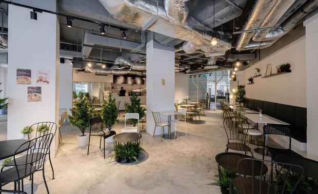 HOT: Quán cafe của sao Hàn Quốc sắp mở chi nhánh ở Sài Gòn trong năm 2020, nam idol còn sẽ xuất hiện trong buổi khai trương? - Ảnh 3.
