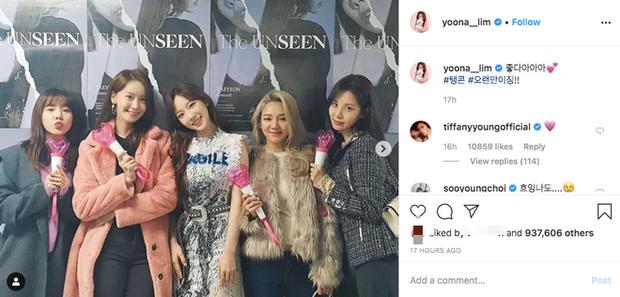 1 khoảnh khắc làm bao trái tim vỡ vụn: Các thành viên SNSD tề tựu tại concert của Taeyeon như fangirl đích thực - Ảnh 2.