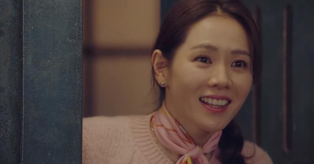 Cười sái quai hàm với 3 màn vì trai đẹp mà thiếu nghị lực của Son Ye Jin ở Crash Landing On You - Ảnh 2.