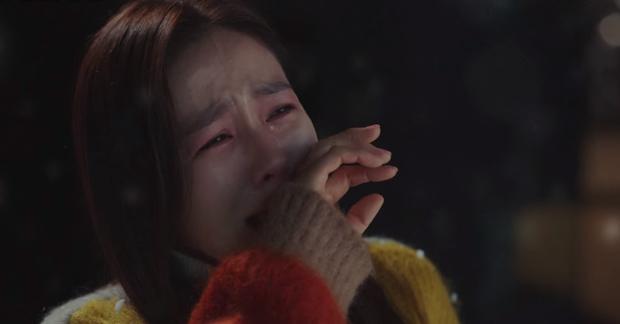 Cười sái quai hàm với 3 màn vì trai đẹp mà thiếu nghị lực của Son Ye Jin ở Crash Landing On You - Ảnh 5.