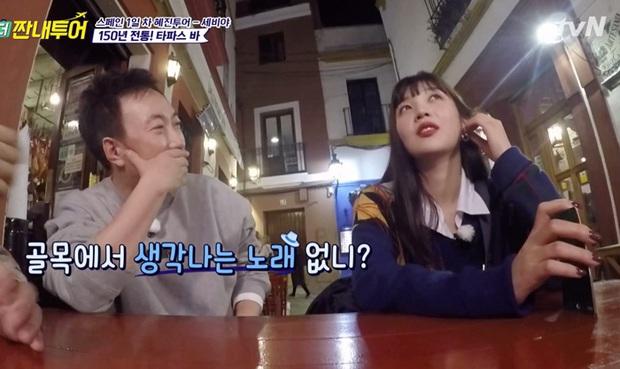 Giữa bao bản hit của Red Velvet, ca khúc yêu thích của Joy lại liên quan tới... con hẻm khiến nhiều người ngỡ ngàng - Ảnh 1.