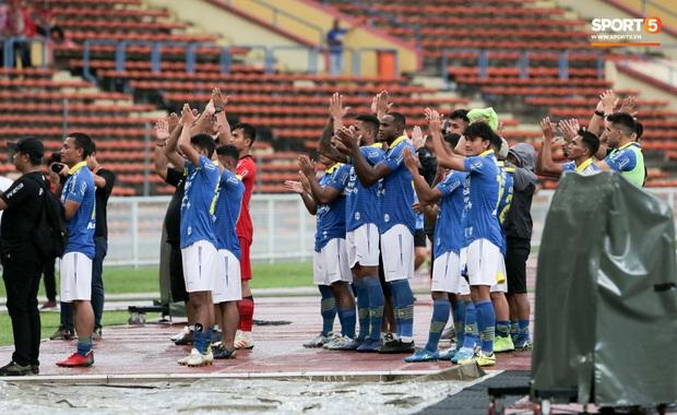 Trận đấu của Hà Nội FC trên đất Malaysia bị huỷ đột ngột chỉ sau 1 hiệp đấu - Ảnh 6.