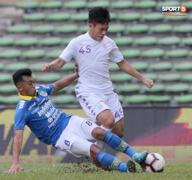 Trận đấu của Hà Nội FC trên đất Malaysia bị huỷ đột ngột chỉ sau 1 hiệp đấu - Ảnh 1.