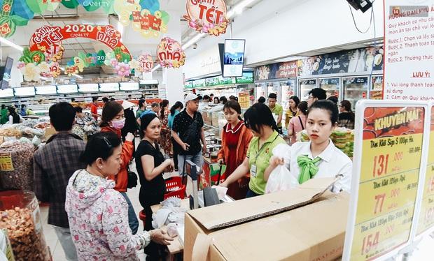 Ảnh: Người Sài Gòn xếp hàng dài ở siêu thị chờ mua sắm Tết chiều chủ nhật cuối năm - Ảnh 19.