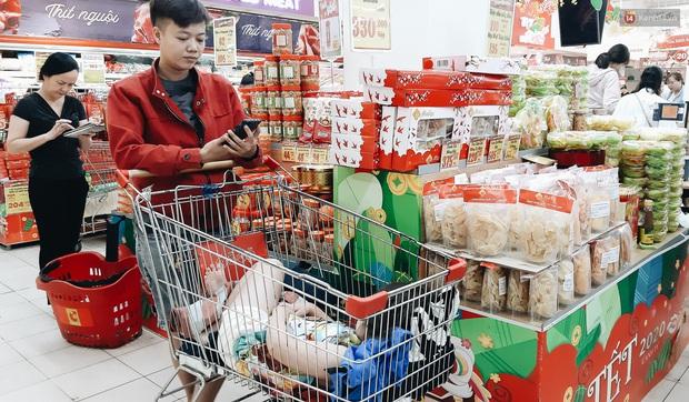 Ảnh: Người Sài Gòn xếp hàng dài ở siêu thị chờ mua sắm Tết chiều chủ nhật cuối năm - Ảnh 15.